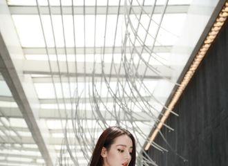 [新闻]200802 迪丽热巴工作室公开今日造型照 长裙摇曳好看得不像真人!