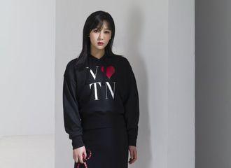 [新闻]200806 请查收小仙紫近日品牌大片&花絮 个性演绎长裙的浪漫色彩