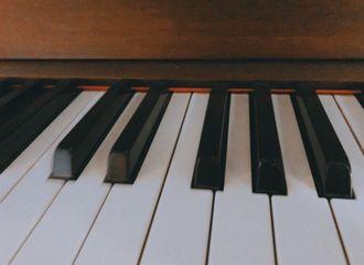 [新闻]200809 王俊凯绿洲更新一则 是钢琴小王子要出现了吗?