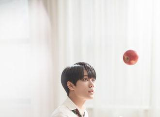 [新闻]200810 林彦俊搭档赵露思演绎七夕情人节大片 发生在图书馆里的一见倾心
