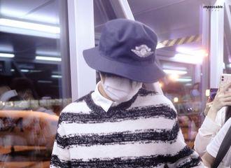 [新闻]200918 王俊凯重庆机场出发饭拍 他清新脱俗的有股诗意