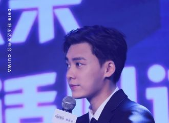 [新闻]200919 李易峰现身上海出席品牌活动 西装大帅哥在线分享护牙小技巧