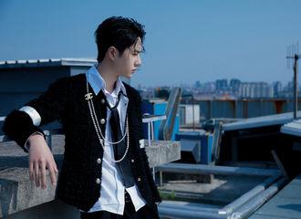 [新闻]200925 王一博天台造型大片乘风而至 在初秋的好天气里邂逅绝美学长!