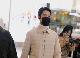 [新闻]201014 赖冠霖北京飞上海机场图 是保暖工作做得超级到位的乖小孩