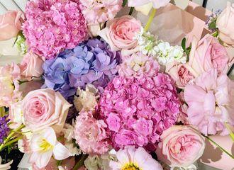 [新闻]201025 赵丽颖昨日拍摄收工更新绿洲 想看姐姐与漂亮花花的自拍合照