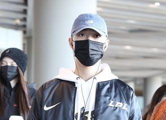 [新闻]201028 赖冠霖现身北京机场 追星锦鲤体质再次得以印证