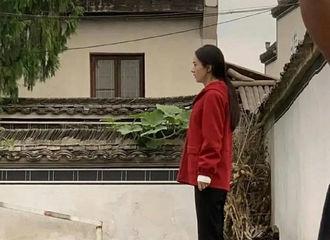 [新闻]201029 网曝赵丽颖《幸福到万家》生图路透 姐姐朴素打扮十分贴近角色