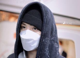[新闻]201030 Justin广州飞武汉饭拍 LV小王子的深夜眼神杀