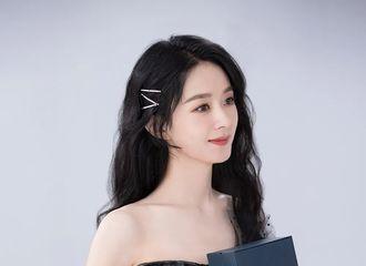 [新闻]201030 浪琴投递赵丽颖全新品牌物料 是穿黑色礼裙的优雅公主