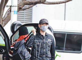 [新闻]201122 李现今日上海飞北京机场照分享 今日份现哥的帅气也收集完毕了!