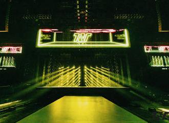 [新闻]201127 时代少年团周年演唱会舞美公开 灯光和舞台准备就绪,等待主角按时发光!