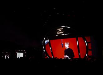 [分享]201128 王嘉尔出席品牌派对之夜现场,深情演绎粤语版情歌魅力无限!