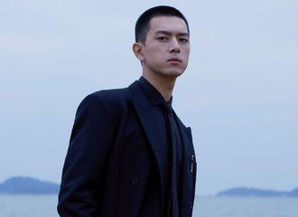 [新闻]201129 工作室分享李现金鸡奖闭幕式造型大片 总裁沙滩漫步动态明信片掉落