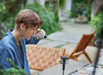 [新闻]201129 工作室送来鹿晗全新节目剧照 帅哥喝个汤都像是在拍画报