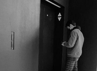[新闻]210105 赖冠霖INS分享生活碎片 跟着男盆友一起去看展