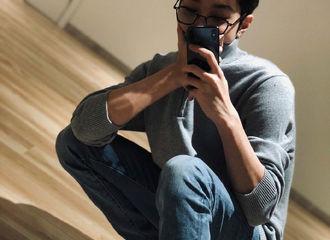 [新闻]210107 赖冠霖更新绿洲晒对镜自拍照 手臂线条尽显苏炸男友力!