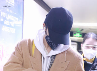[新闻]210110 朱正廷极限飞行返回杭州 背上FENDI挎包变身行走的包包种草机