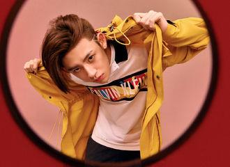 [新闻]210114 小鬼Calvin Klein最新大片出炉 锋利眼神搭配小v脸就是时尚掌控者