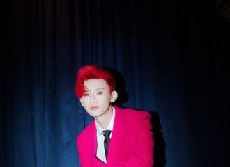 [新闻]210116 小鬼身着玫红色西装活力亮相尖叫晚会 可酷盖可温柔鬼少的神仙舞台真上头