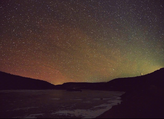 [新闻]210116 绿洲风景博主王俊凯总在深夜更新 完美星空祝你好眠