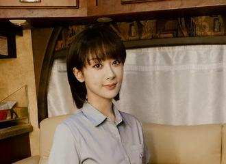 [新闻]210118 工作室掉落杨紫日常小花絮 元气高中生坐下来就是端庄文静的小姐姐