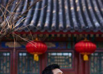 [新闻]210211 李现央视春晚造型大片公开 红色西装喜气洋洋帅气非凡!