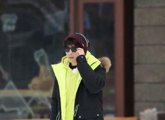 [新闻]210308 邓伦《极限挑战》录制路透公开 墨镜一戴就是这片雪地上最靓的崽