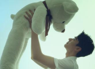 [新闻]210414 居然有羡慕大白熊的一天 龚俊着白衬衫亮相《ELLEMEM新青年》预告