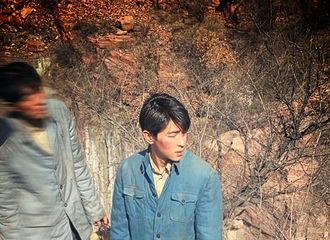 [新闻]210414 邓伦《理想照耀中国》饭拍分享 演什么像什么的演员伦可塑性极强