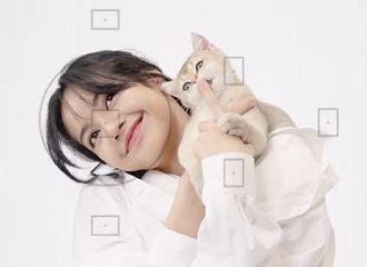 [分享]210417 LISA油管个人频道《LILI's FILM 》更新,和猫咪们的居家游玩