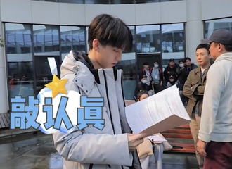 [新闻]210417 《重生之门》抖音分享王俊凯路透 片场小庄欢乐多