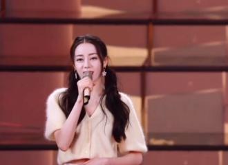 [新闻]210430 迪丽热巴五四晚会录制花絮公开 用歌声献礼五四精神