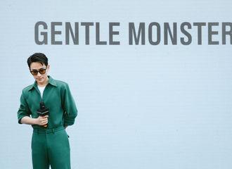[新闻]210501 朱一龙身穿绿色工装套装出席活动 墨镜猛男的美貌在家乡杀疯了