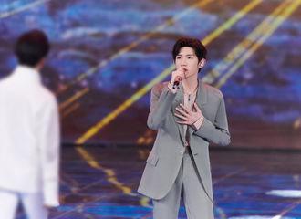 [新闻]210505 王源亮相央视五四晚会献唱《破浪》 愿你一往无前,乘风破浪