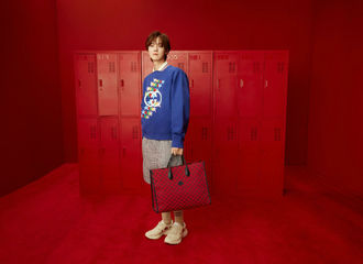 [新闻]210507 古驰发布鹿晗520特别系列大片 以经典的撞色搭配彰显时尚青春活力