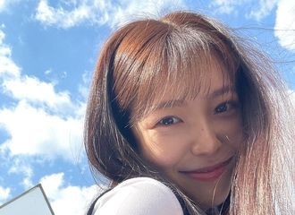 [新闻]210511 Red Velvet Yeri,蓝天中的清凉美...《Blue Birthday》拍摄认证照
