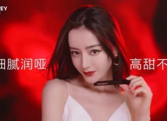 [新闻]210526 登场即焦点 迪丽热巴珂拉琪大片玩转唇色展现多面自我