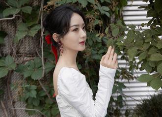 [新闻]210609 迪士尼在逃公主赵丽颖出席奥妙活动 樱色丝带与纯白长裙点亮梦幻夏夜