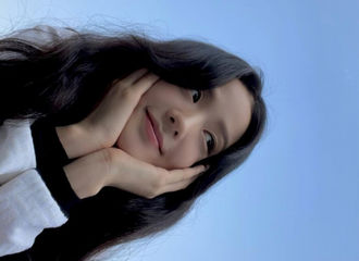 """[新闻]210610 """"像天空一样美丽"""" BLACKPINK智秀,侧脸也很漂亮~♥"""