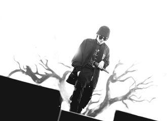[新闻]210614 华晨宇《七重人格》彩排Vlog公开 舞台下是酷帅低调大佬花