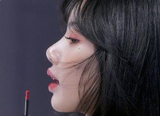 [分享]210616 BLACKPINK LISA最新广告宣传图,以浪漫的外貌吸引眼球