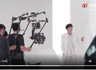 [分享]210618 王俊凯x希思黎广告大片拍摄花絮 无论台前幕后状态始终如一