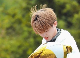 [新闻]210618 黄明昊在海拉尔录制《极限挑战宝藏行》 风吹动少年的发梢是青春最美好的样子