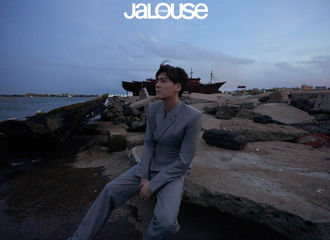 [新闻]210618 李易峰《JALOUSE》内页大片公开 破旧海港大片阴郁氛围拉满!