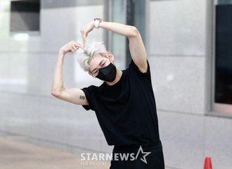 [新闻]210623 GOT7 BamBam今日出演《Show Champion》,对着镜头爱心嘭嘭