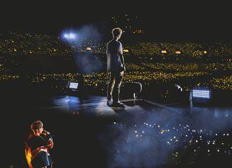 [分享]210710 欣赏一下鹿晗演唱会的神图 是盛大又华丽的视觉盛宴