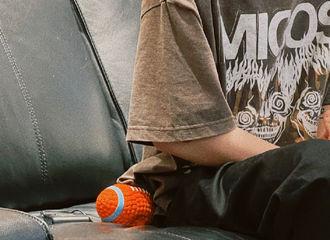 [新闻]210803 请查收范丞丞演唱会排练明信片 酷拽丞哥的新纹身悄然曝光