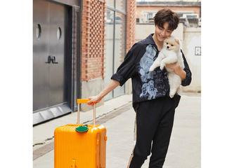 [新闻]210803 陈立农 x 日默瓦托运箱外拍大片释出 香芒橙色和活力少年一等一的配
