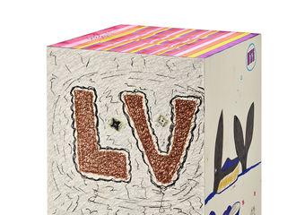 [新闻]210805 BTS设计的Louis Vuitton行李箱…将在Louis Vuitton橱窗以艺术形式与观众见面