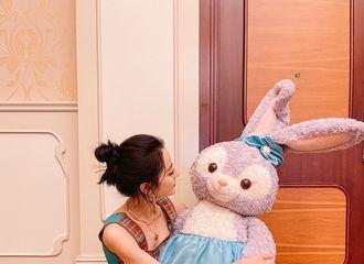 [新闻]210818 迪丽热巴更博分享迪士尼plog 公主回家每一张都是心动暴击!